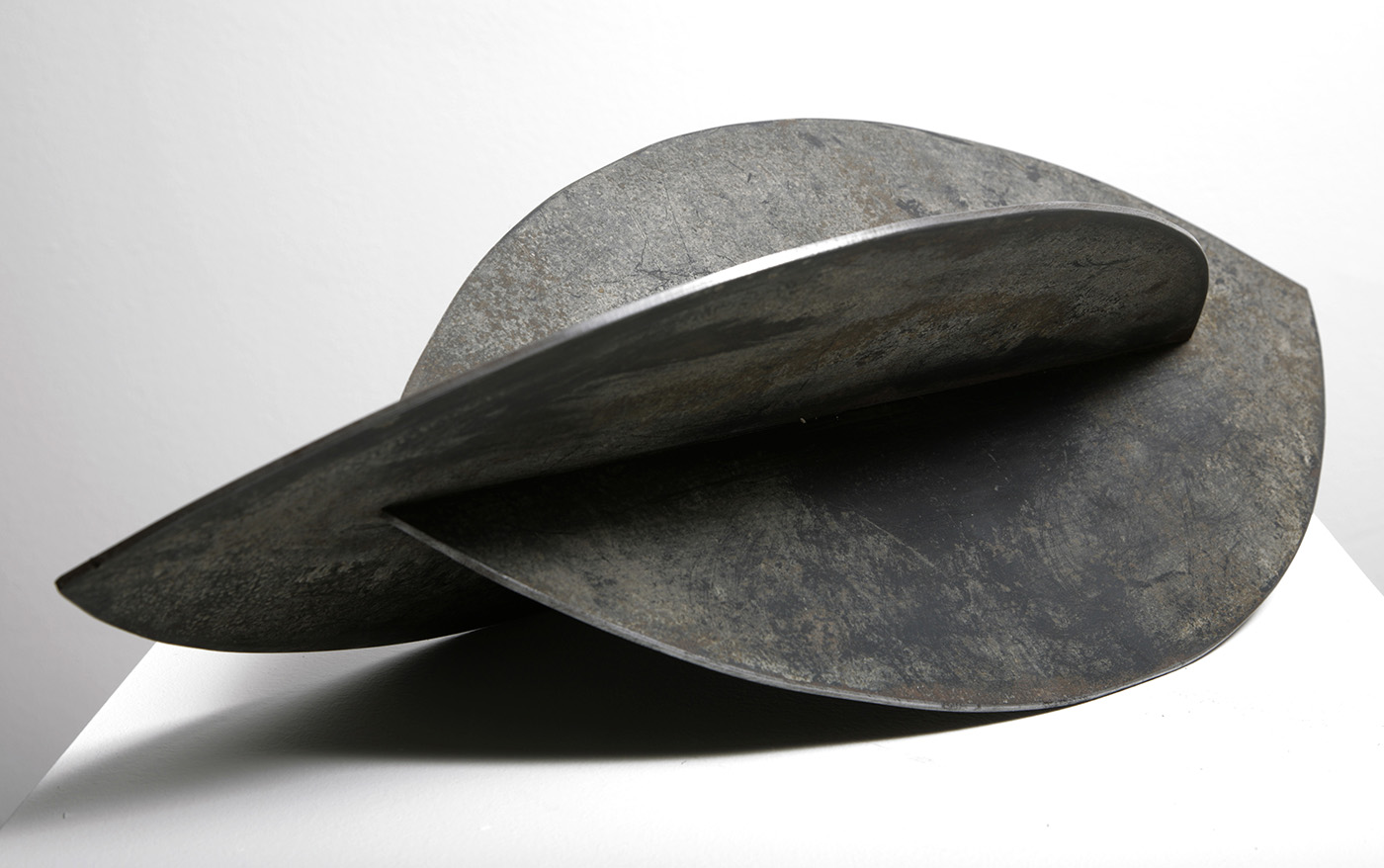 Anthea Alley, Untitled, c1960. Cut and welded sheet steel, 7 x 21 x 10 inches. Courtesy of England & Co.