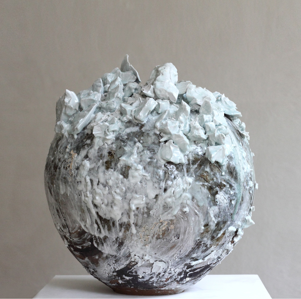 Extra-Large-Moon-Jar-Akiko-Hirai-2020.-Ceramics-2020.-Courtesy-of-Beaux-Arts-Bath