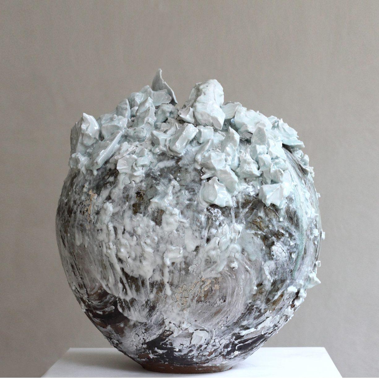Extra Large Moon Jar, Akiko Hirai, 2020. Ceramics, 2020. Courtesy of Beaux Arts Bath