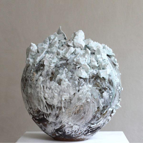 Extra-Large-Moon-Jar-Akiko-Hirai-2020.-Ceramics-2020.-Courtesy-of-Beaux-Arts-Bath